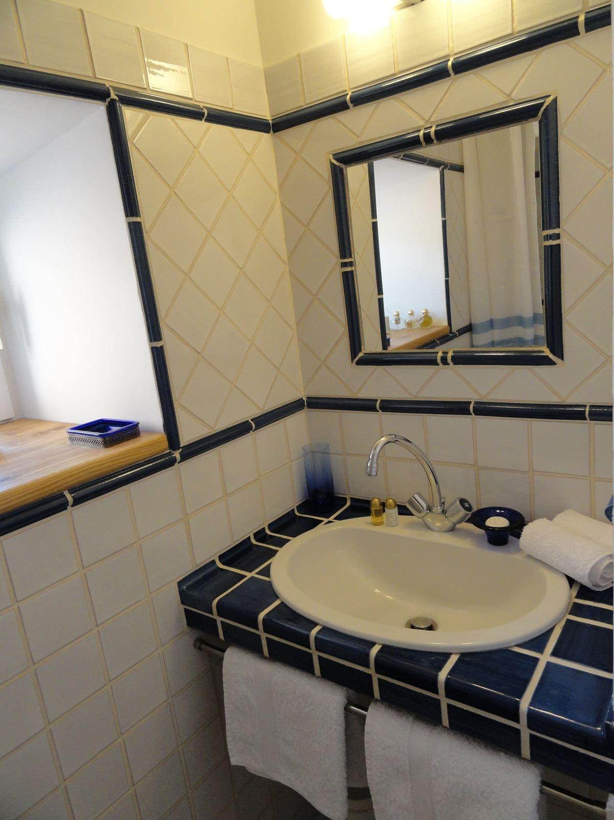 Salle de bains chambre 1er étage