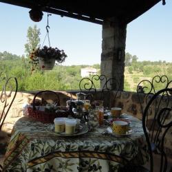 Petit déjeuner sur la terrasse privative